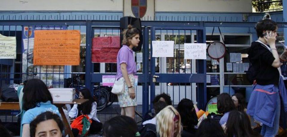 El Ministerio de Educación porteño faltó a la audiencia por asbesto en el Lenguas Vivas